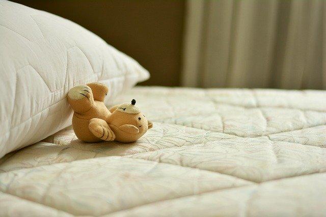 """Chi ha inventato il letto: la storia del materasso, la """"chiave"""" del buon riposo"""