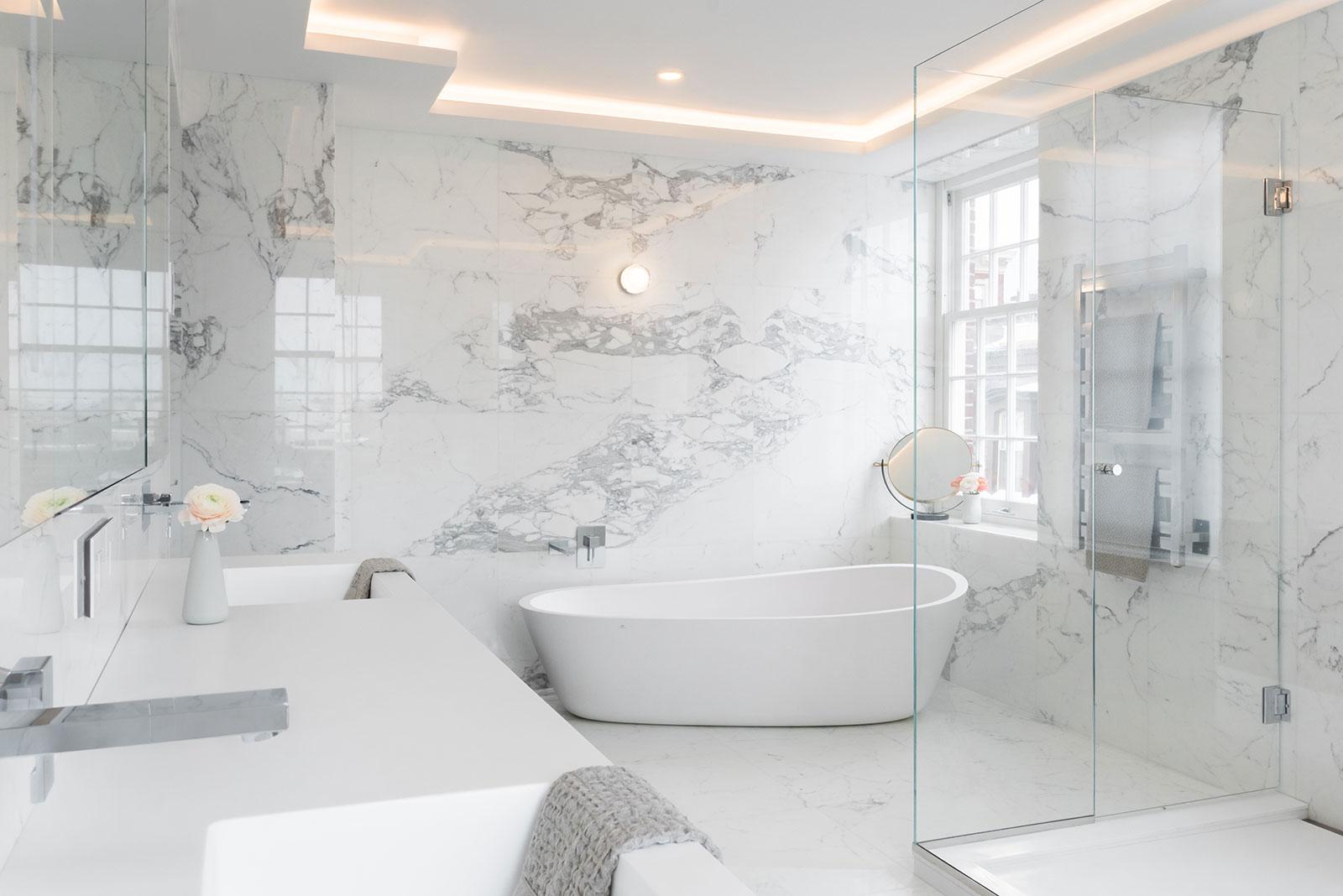 Dai colori ai materiali, come scegliere il bagno per la tua casa